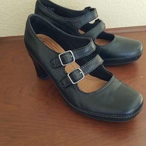 Clarks Artisan black leather mary jane heels 8.5 N